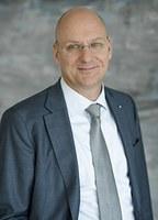Jens Martin Hoyer im Amt bestätigt
